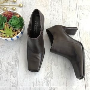 Bruno Valenti Black Leather ankle boots 8.5
